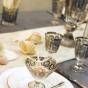 Stół weselny ozdobiony muszelkami