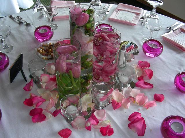 Płatki Róż I Zatopione Kwiaty Jako Dekoracja Weselinkapl