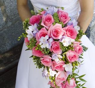 Różowa kaskada z odrobiną bieli