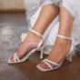 Buty ślubne o prostym fasonie