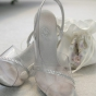 Przeźroczyste buty ślubne