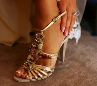 Sandałki ślubne wysadzane kamieniami