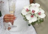 Storczyki w bukietach ślubnych