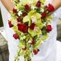 Czerwone róże ze storczykami