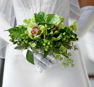 Wiosenny bukiet ślubny ze storczykami