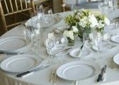 Monochromatyczne stoły weselne