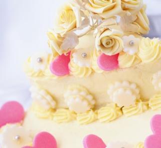 Tort weselny słodki niczym cukierek