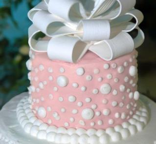 Tort weselny w kropeczki