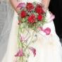 Róże i opadające kielichy kwiatów