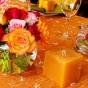 Pomarańczowa dekoracja ze świecami