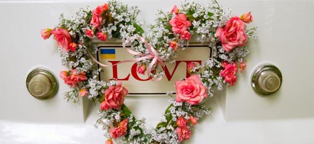 Biało czerwone serce z róż i gipsówki