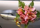 Dekoracje samochodów ślubnych