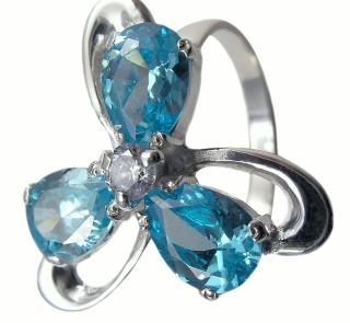 Szafirowy kwiat z diamentowym środkiem