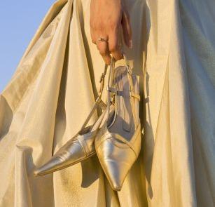 Buty do ślubu w kolorze złota