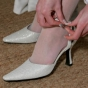 Białe buty ślubne nakrapiane srebrem