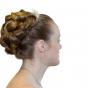 Pasma włosów wysoko upięte we fryzurę ślubną