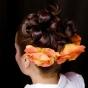 Fryzura ślubna z herbacianymi różami