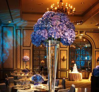 Główna ozdoba stołu weselnego - hortensja