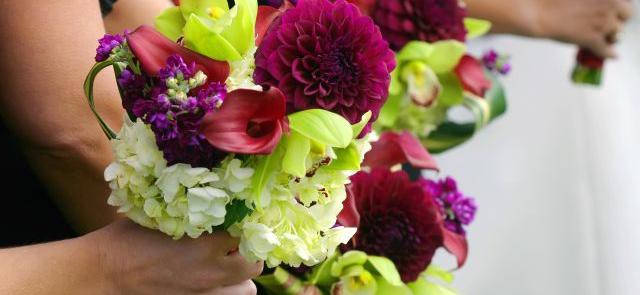 Hortensje, dalie i orchidee w bukiecie ślubnym