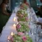 Dekoracje stołu bukietami hortensji