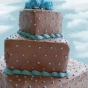 Tort weselny w niebieskie kropki