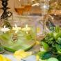 Stół weselny ozdobiony storczykami