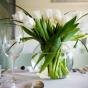 Dekoracja stołu weselnego tulipanami