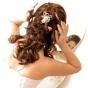 Fryzura ślubna - włosy zebrane z tyłu, z ozdobą