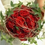 Gałązki, bluszcz i czerwone róże