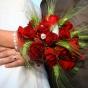 Czerwone róże z kłosami jęczmienia