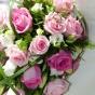 Róże w odcieniu różu, eustoma i liście