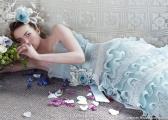Niebieska suknia ślubna - ekstrawagancka kreacja Panny Młodej