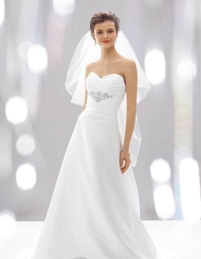 Skromna suknia ślubna w kształcie litery A
