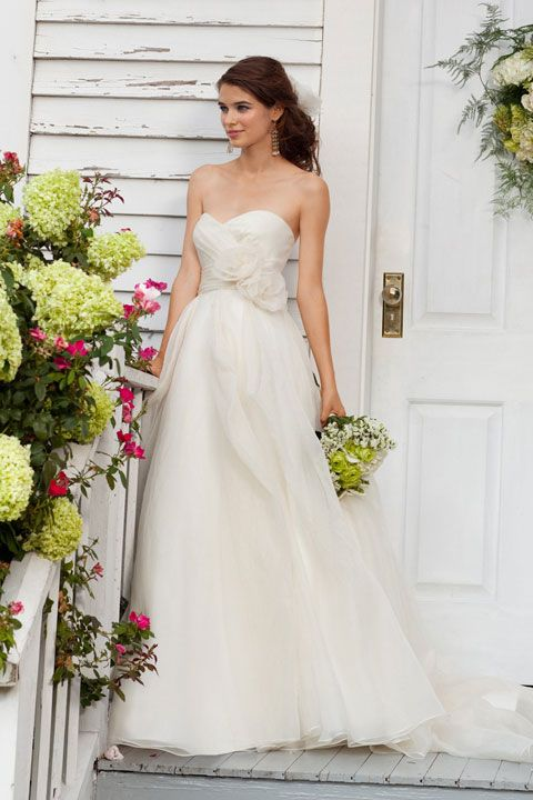 Idealna suknia ślubna dla Panny Młodej bez talii