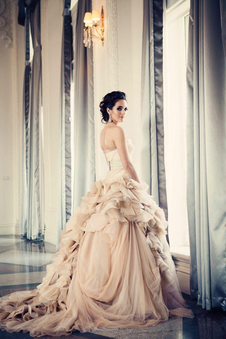 Suknia ślubna w stylu księżniczki dla wysokiej Panny Młodej