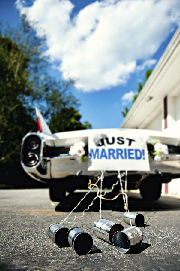 Dekoracja samochodu na ślub tablicą