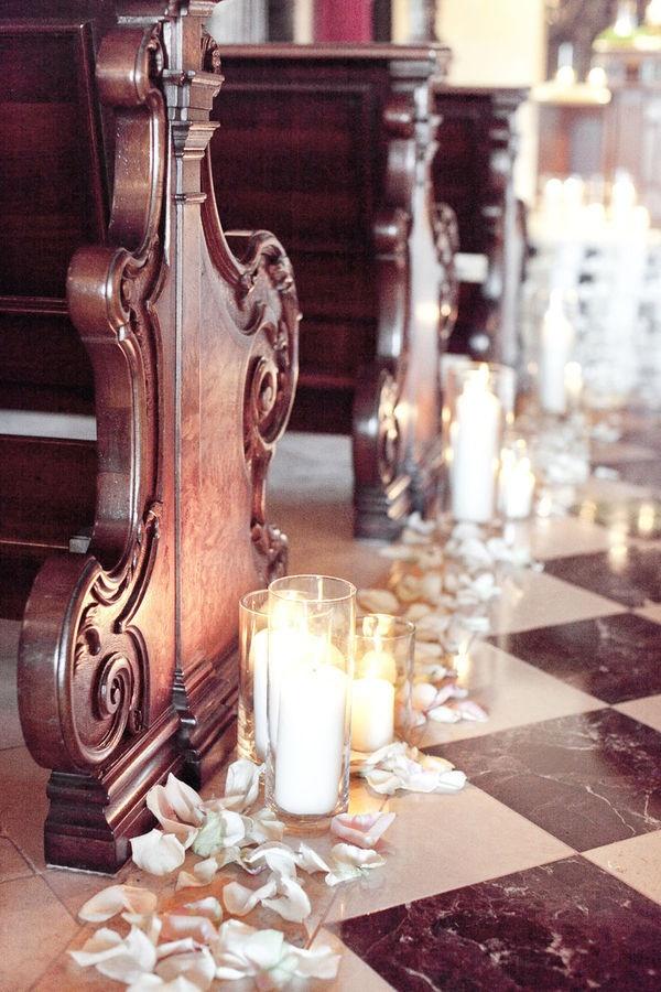 Dekoracja kościoła na ślub świecami