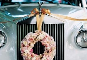 Jak udekorować samochód do ślubu?